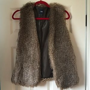 Gap faux fur vest - size M